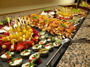 Fingerfood vom Buffet für Veranslatungen